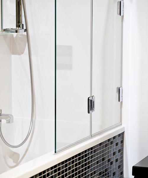 Duschvergnügen in Ihrer Badewanne: Perfekt in Szene gesetzt!